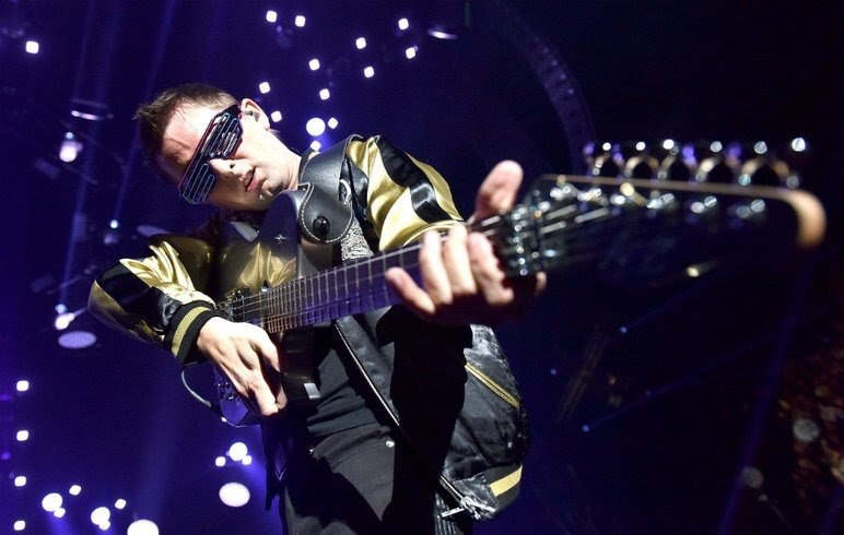 Muse's Matt Bellamy live at KROQ Almost Acoustic Christmast 2017 Scott Dudelson/WireImage/Getty